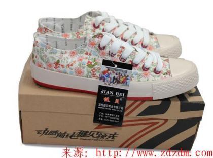 白菜价:健贝 时尚休闲板鞋B83 买特网:¥25